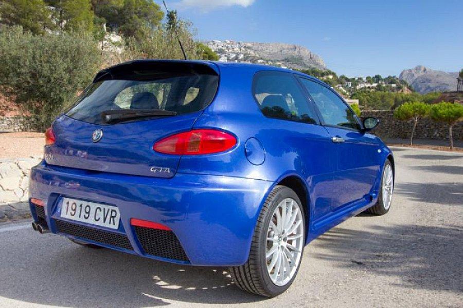 alfa romeo 147 3 2l v6 24v gta berline bleu occasion 28 000 35 000 km vente de voiture d. Black Bedroom Furniture Sets. Home Design Ideas