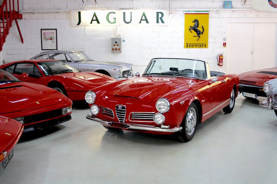 alfa romeo 2600 spider cabriolet rouge occasion 0 0. Black Bedroom Furniture Sets. Home Design Ideas