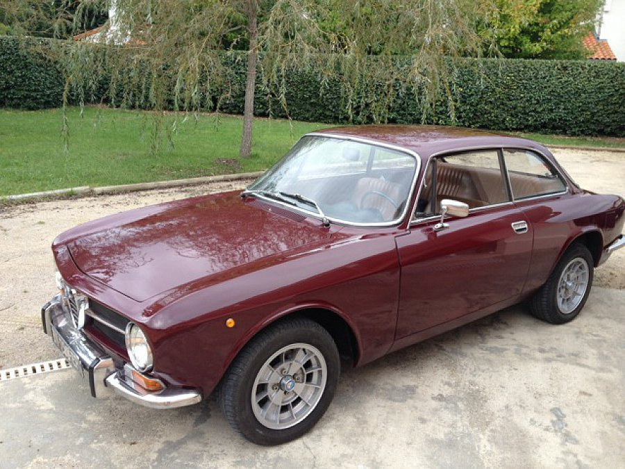 alfa romeo coupe bertone 1300 gt coup occasion 26 500 85 000 km vente de voiture d. Black Bedroom Furniture Sets. Home Design Ideas