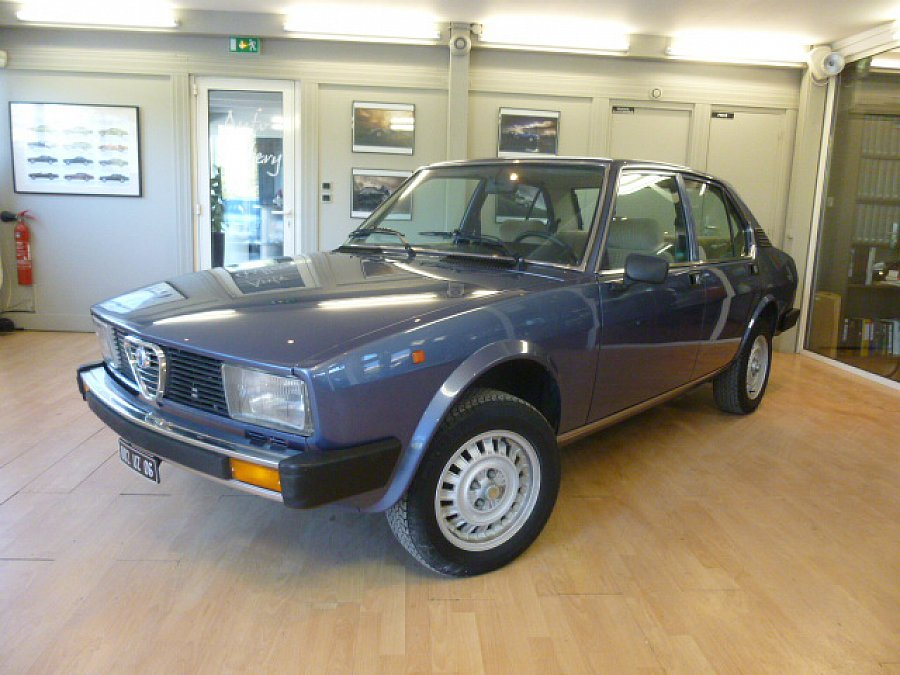 alfa romeo alfetta 2000l 1 9l 130ch berline bleu occasion 11 800 42 300 km vente de. Black Bedroom Furniture Sets. Home Design Ideas