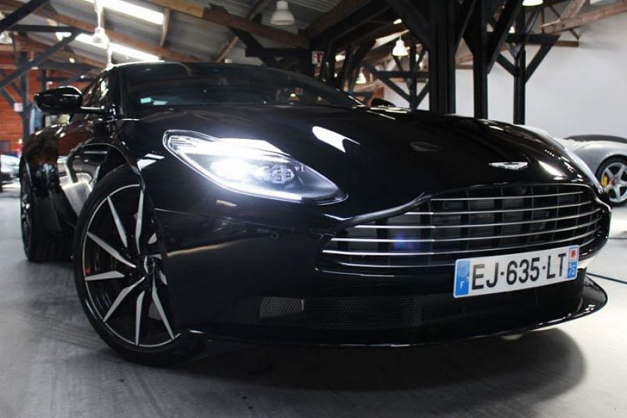 aston martin db11 coup occasion 228 800 3 500 km vente de voiture d 39 occasion motorlegend. Black Bedroom Furniture Sets. Home Design Ideas
