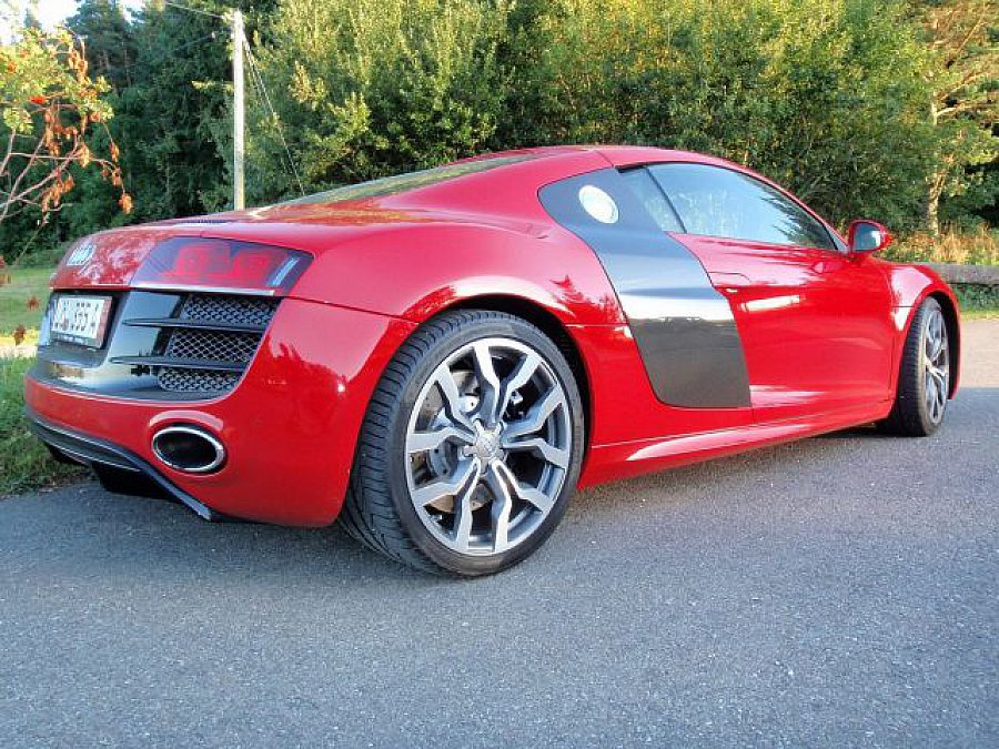 audi r8 coup rouge occasion 84 000 9 000 km vente de voiture d 39 occasion motorlegend. Black Bedroom Furniture Sets. Home Design Ideas