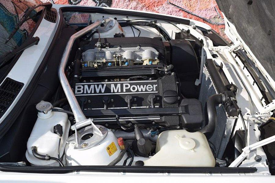 bmw m3 e30 200 ch coup blanc occasion 0 194 148 km vente de voiture d 39 occasion. Black Bedroom Furniture Sets. Home Design Ideas