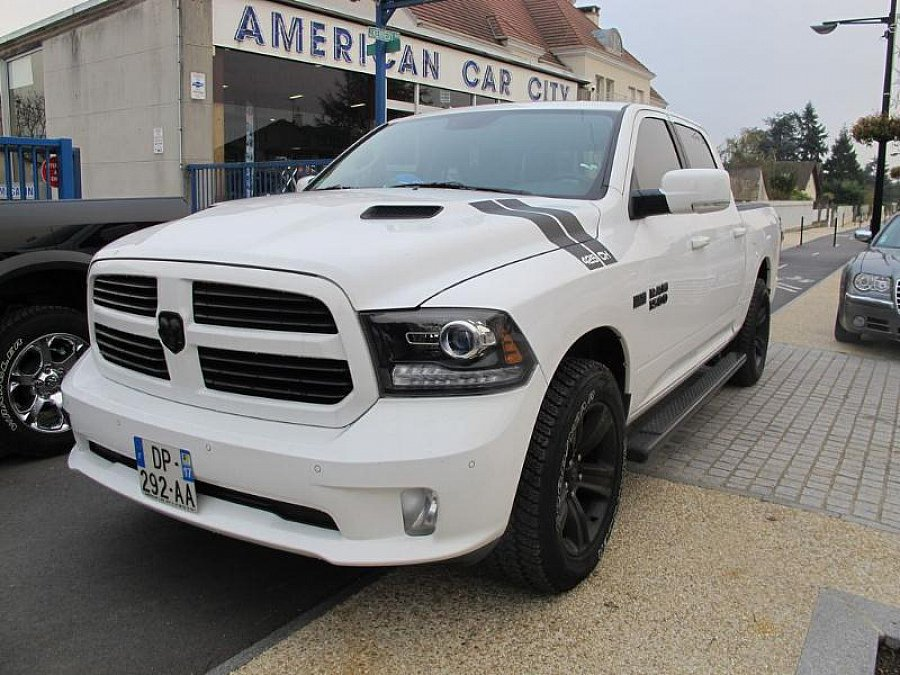 DODGE RAM IV 1500 CREW SPORT BLACK EDITION pick-up occasion - 70 800 €, 200 km