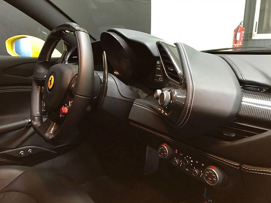 Ferrari 488 gtb coup jaune occasion 229 900 8 500 for Interieur 488 gtb