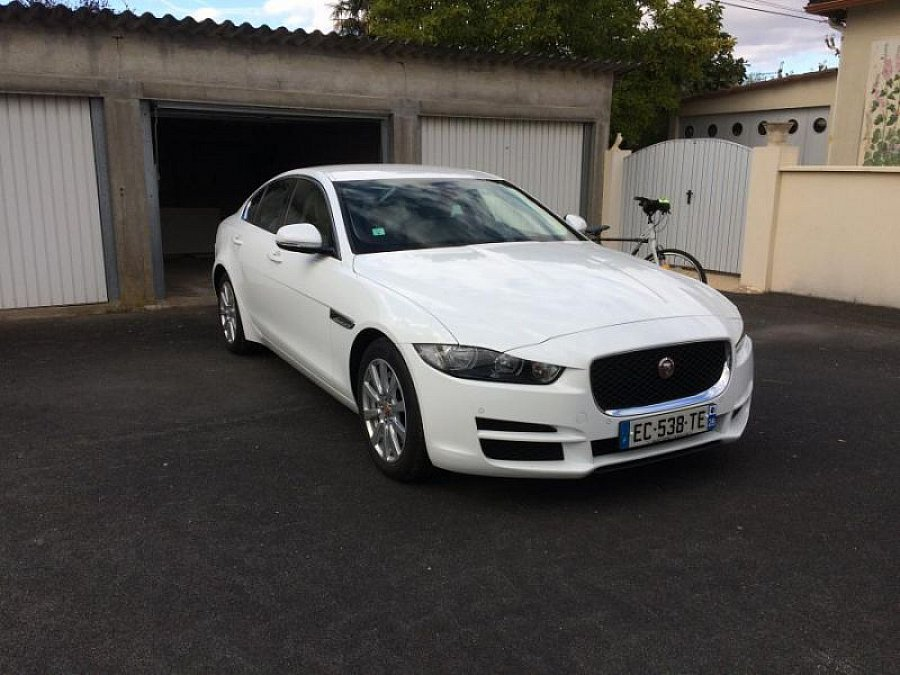 jaguar xe 2 0 d 180 ch pure berline blanc occasion 34 000 6 700 km vente de voiture d. Black Bedroom Furniture Sets. Home Design Ideas