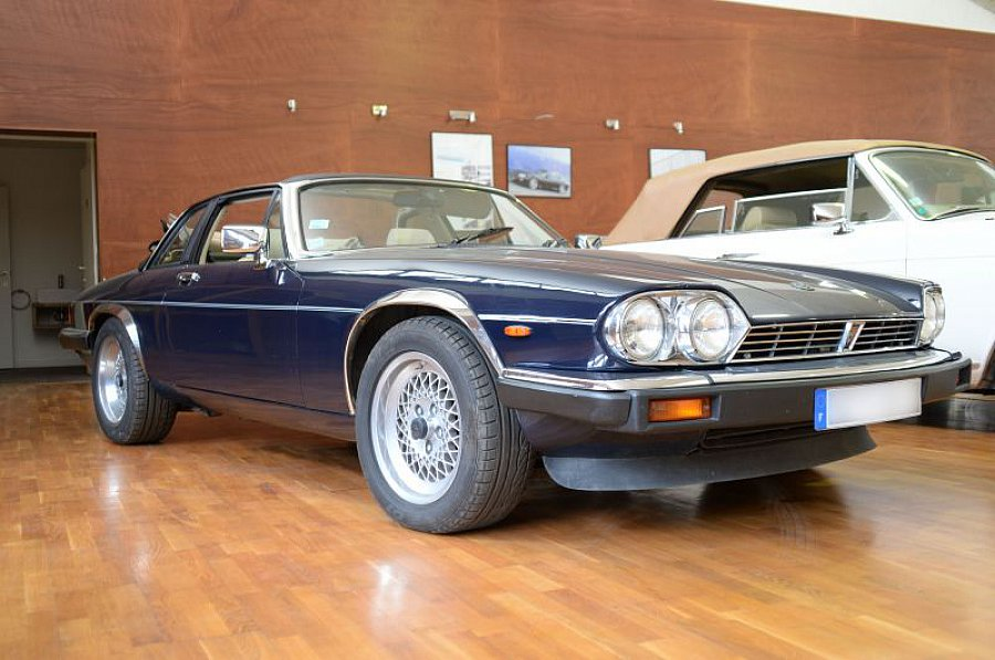 jaguar xjs 5 3 v12 targa cabriolet bleu fonc occasion. Black Bedroom Furniture Sets. Home Design Ideas