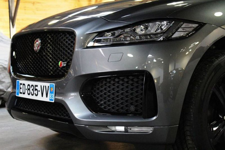 jaguar f pace s v6 300 ch suv gris fonc occasion 86 800 2 450 km vente de voiture. Black Bedroom Furniture Sets. Home Design Ideas