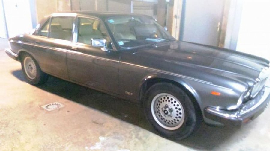 jaguar daimler luxe berline gris occasion 8 500 119 000 km vente de voiture d 39 occasion. Black Bedroom Furniture Sets. Home Design Ideas