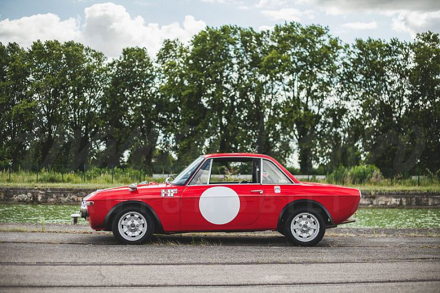 lancia fulvia rallye hf fanalone coup rouge occasion 0 0 km vente de voiture d. Black Bedroom Furniture Sets. Home Design Ideas