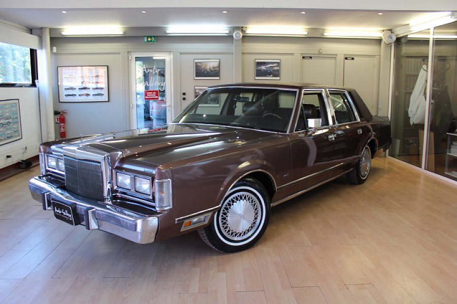 LINCOLN TOWN CAR 5.0 berline Marron occasion - 13 900 €, 195 000 km