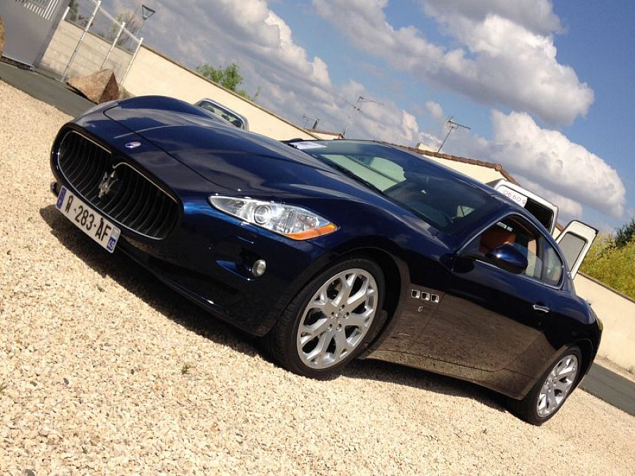 maserati granturismo 4 2l v8 405ch coup bleu occasion 53 500 58 200 km vente de voiture. Black Bedroom Furniture Sets. Home Design Ideas