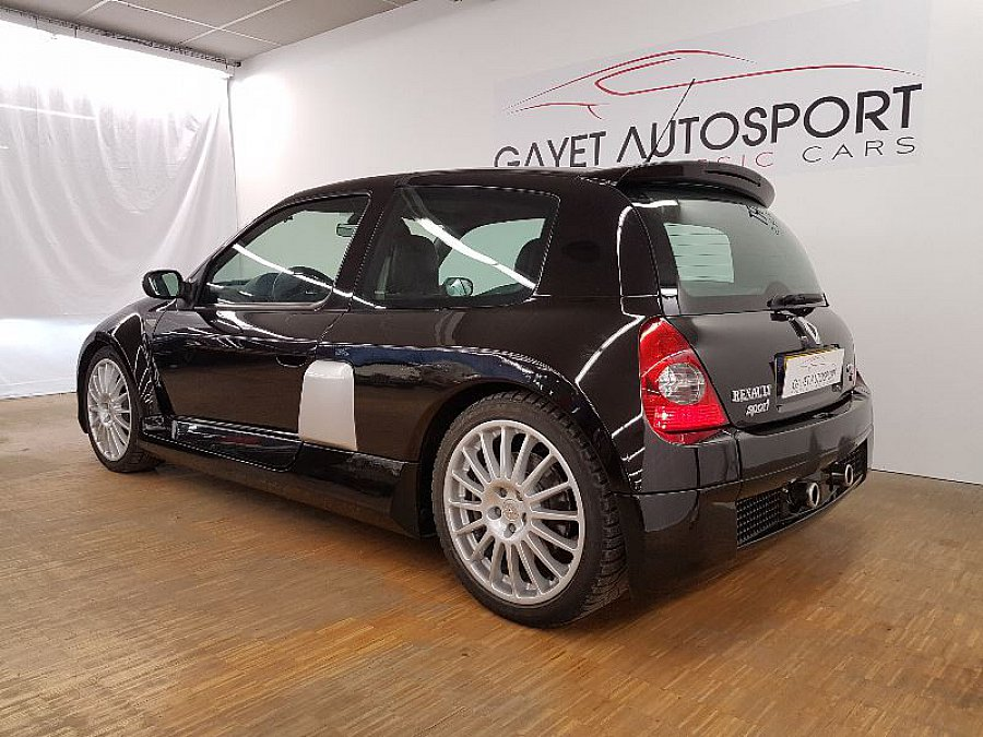 renault clio ii rs v6 255ch berline noir occasion 59 000 80 000 km vente de voiture. Black Bedroom Furniture Sets. Home Design Ideas