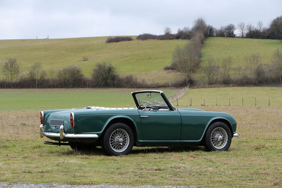 triumph tr4 cabriolet vert fonc occasion 0 90 517 km vente de voiture d 39 occasion. Black Bedroom Furniture Sets. Home Design Ideas