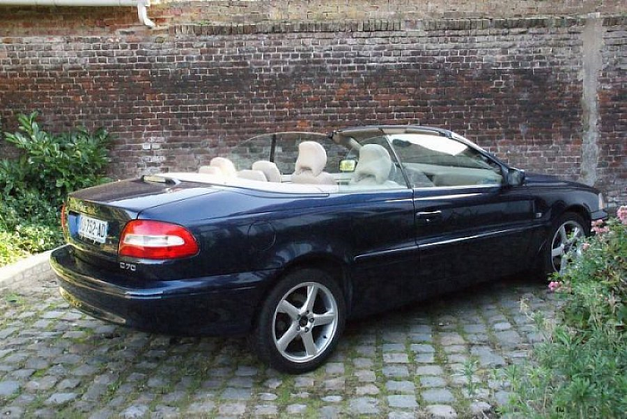 volvo c70 i 2 4 turbo summum cabriolet bleu fonc occasion 10 500 94 500 km vente de. Black Bedroom Furniture Sets. Home Design Ideas